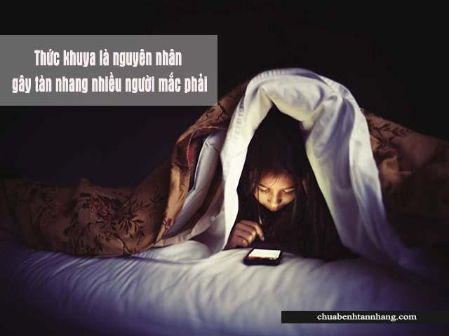 thức khuya là nguyên nhân gây tàn nhang