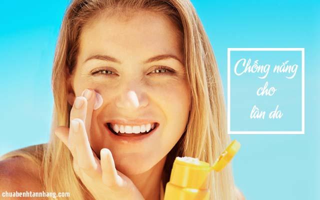 trị mụn cho da nhờn bằng cách chống nắng hàng ngày