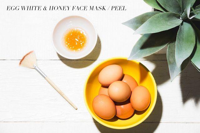 Trị tàn nhang bằng trứng gà và mật ong