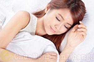Ngủ đủ giấc là giúp xóa mờ sạm da