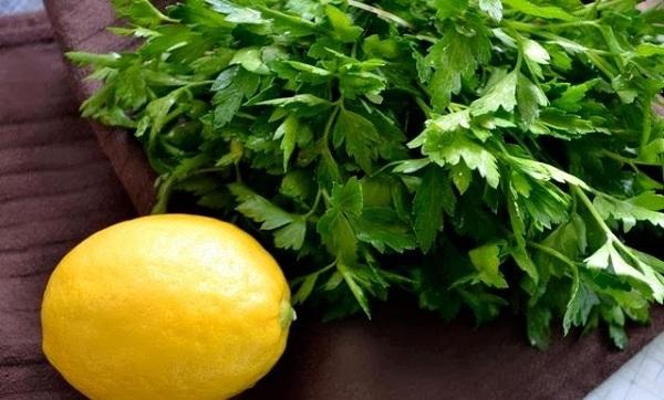 Khi kết hợp rau mùi tây với chanh, bạn sẽ có được một loại mặt nạ trị tàn nhang lí tưởng