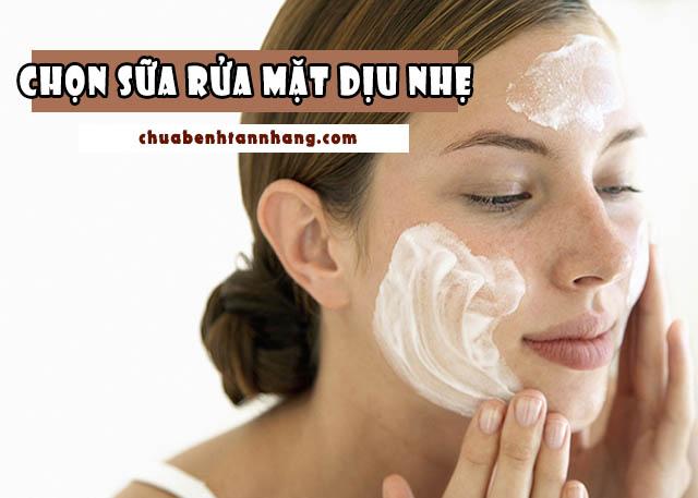 chăm sóc làn da khô bằng cách chọn sữa rửa mặt dịu nhẹ