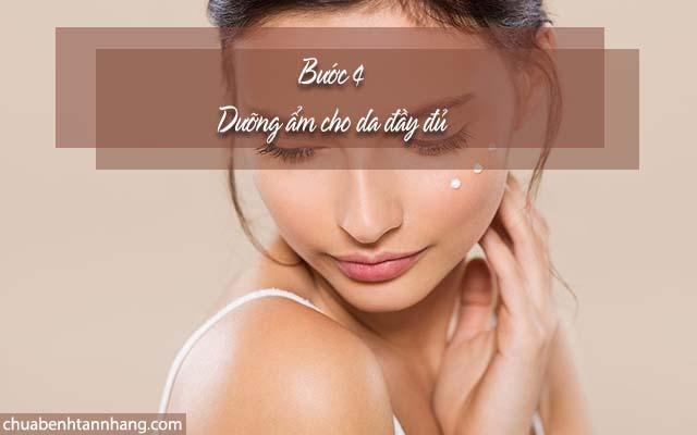 Sử dụng tinh chất chuyên sâu để trị nám cho da hỗn hợp thiên dầu bằng cách dưỡng ẩm da