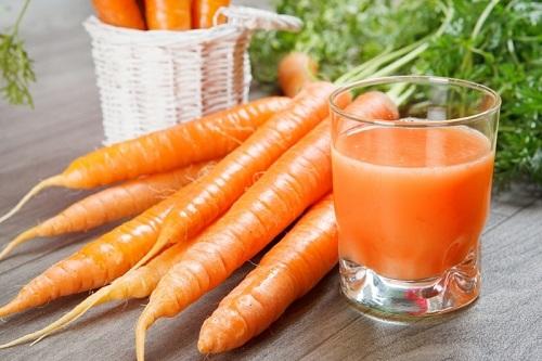 Chữa trị nám da quanh vùng mắt bằng cà rốt