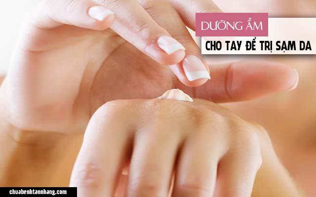 Thiếu ẩm chính là nguyên nhân gây ra tình trạng da tay bị sạm đen