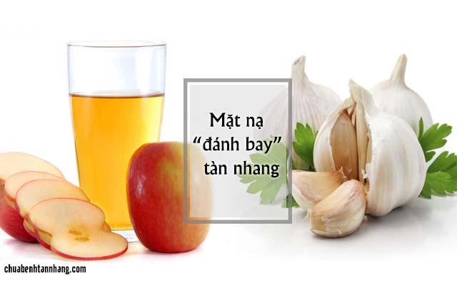 tỏi kết hợp giấm táo trị tàn nhang