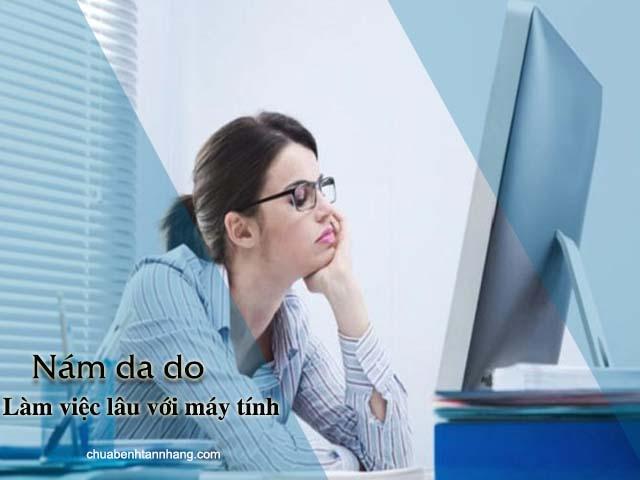 làm việc lâu với máy tính gây nám da